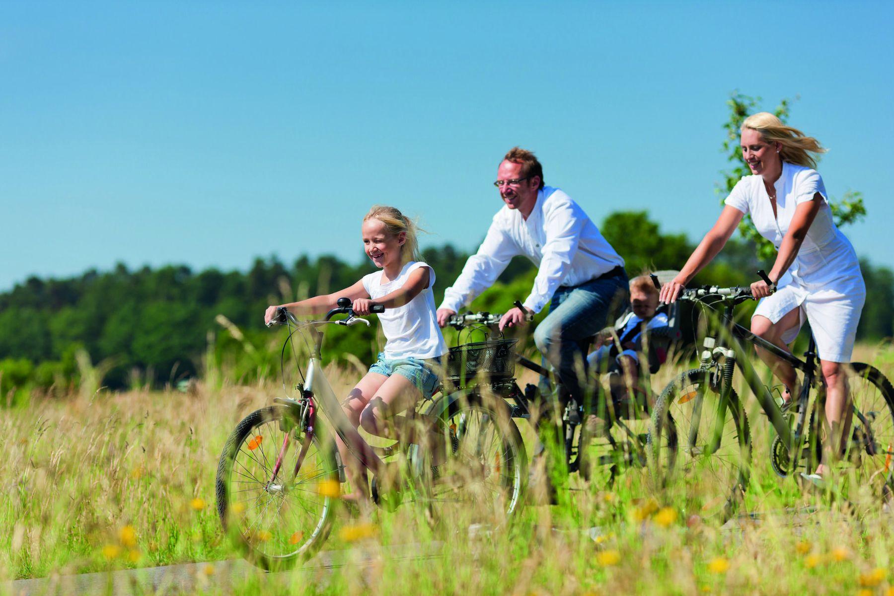 Radfahren Familie iStock 525669625